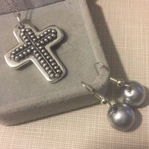 New oxidized silver cross with pearl earrings